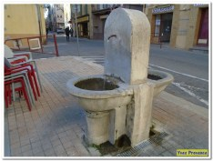 15 Fontaine de l'église Yves Provence