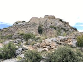 La ferme-grenier de Coudounèu et la tour du télégraphe
