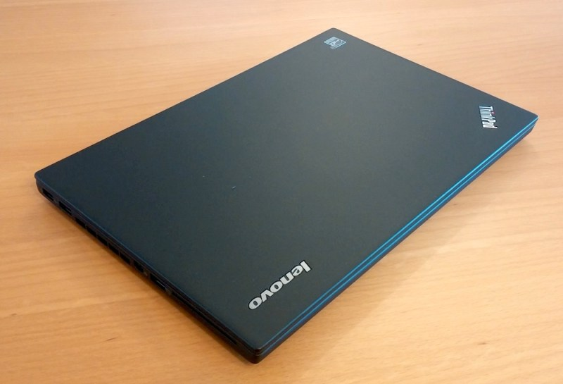 Das Gehäuse des Lenovo ThinkPad T450s ist dünn und stabil (Bild: Copyright Benjamin Blessing).