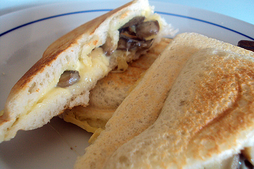 Eating on the Cheap: Grilled Cheese Mushroom Sandwich