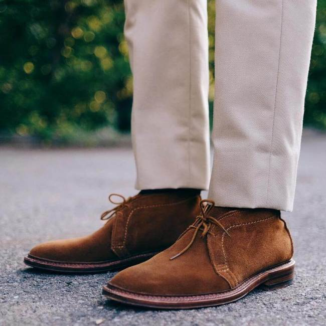 Alden Snuff Suede Chukka Chinos Formal (Photo marvaments - Instagram)