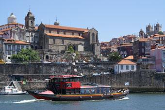 Vue sur Porto , la cathédrale à droite