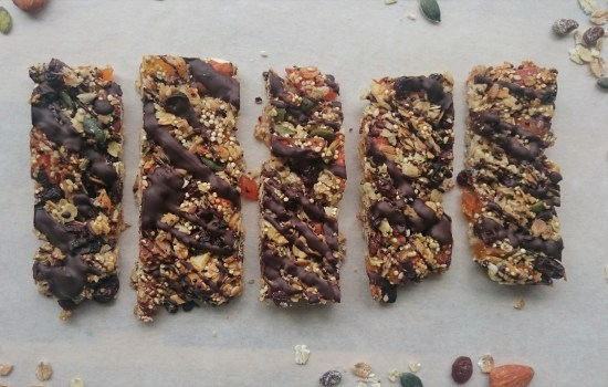 Healthy granola bars with quinoa, oats, dried fruit & nuts