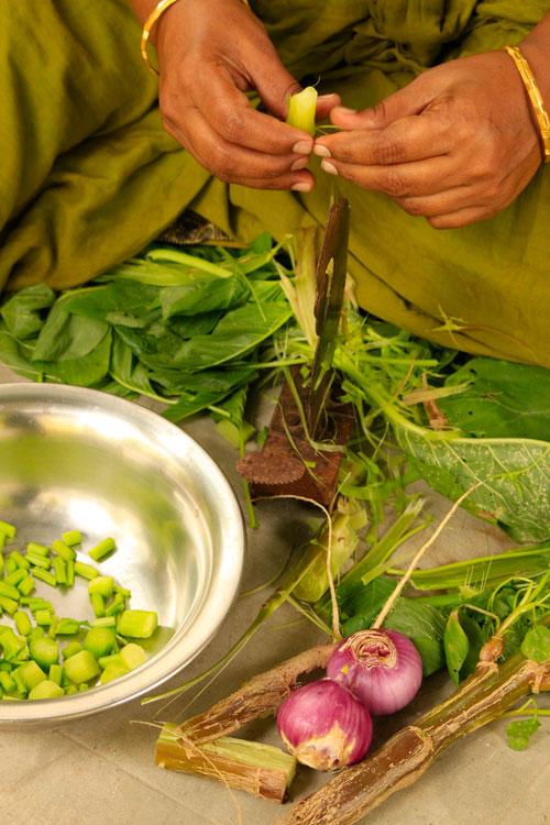 Keerai-thandu-kootu-preparation