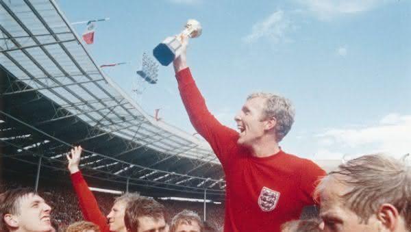 Bobby Moore entre os melhores jogadores britanico de todos os tempos