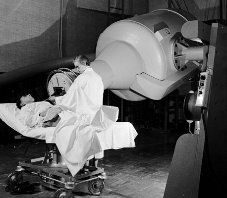 X-Ray Machine - Horrifying Medical Instruments