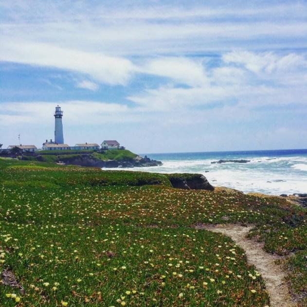 Old lighthouse via highway one. #pacificocean #usaroadtrip #highwayone #lighthousepoint #mondolöytö #travellingaroundtheworld #travelblogging #matkablogi #oceanview