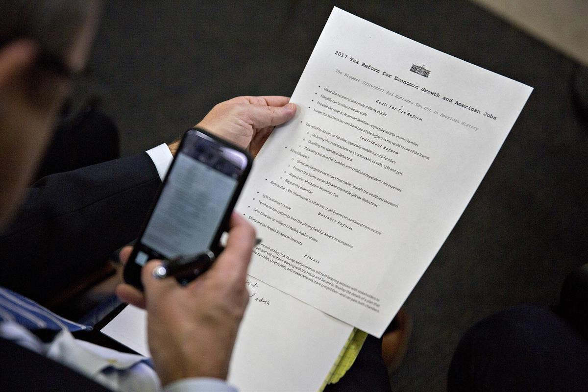 Trump's one page tax plan being reviewed by a reporter right before a White House press briefing (Andrew Harrer/Bloomberg)