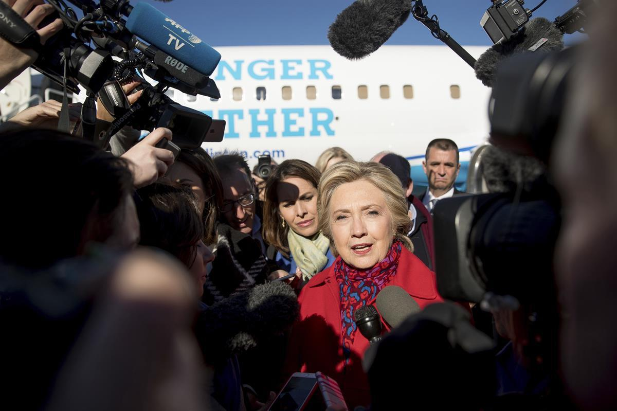 Hillary Clinton speaks to members of the media — Nov. 7, 2016 (AP Photo/Andrew Harnik)