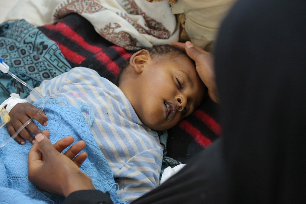 A child with severe diarrhoea or cholera receives treatment at the Sab'een Hospital in Sana'a, Yemen—12 May 2017.(UNICEF)