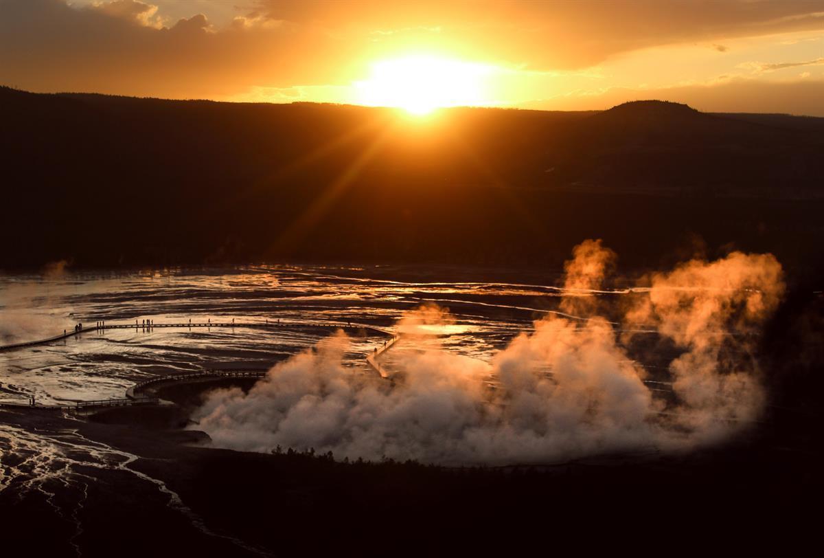 Yellowstone (<a href=