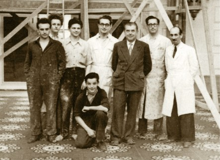 Raoul Servais, links, en René Magritte, 3e van rechts