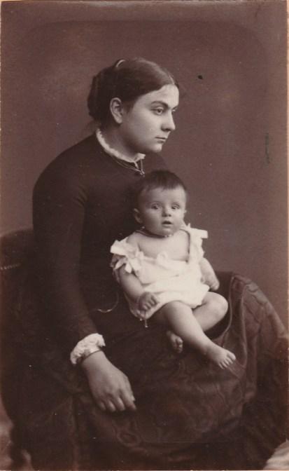 Mme Marie Salvador de Quatrefages et sa fille Madeleine - Collection Charles de Raphélis-Soissan