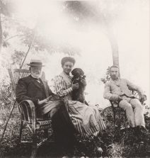 Adolphe, Amélie et Henri Caire au Moulin de Vernègues en 1909 Collection Mireille Caire (reproduction)