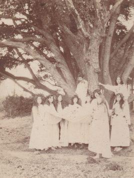 Léoubes - Nous faisons les druides sous le chêne Collection Mireille Caire
