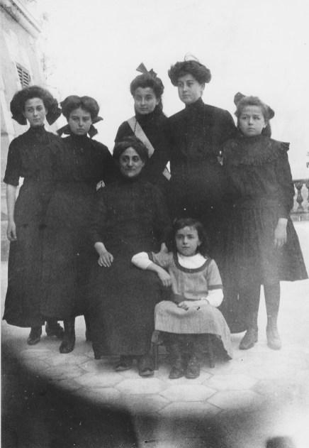 Les filles de Pierre Abeille en pension à San Fedele - Collection Mireille Caire