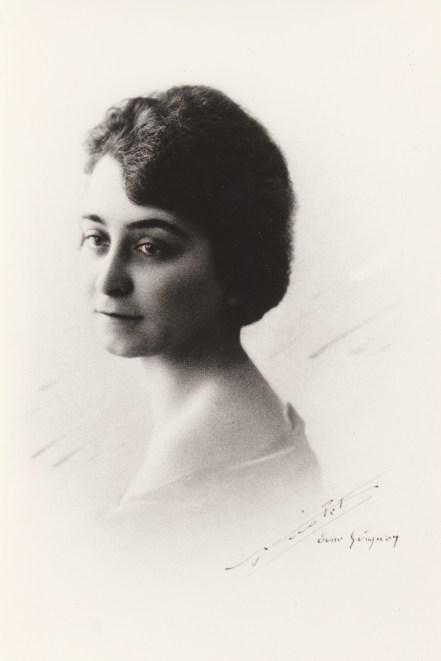 Marcelle Abeille (Mme Henri Caire) Collection Mireille Caire (reproduction)