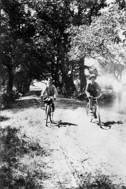 En bicyclette - Sept 1916