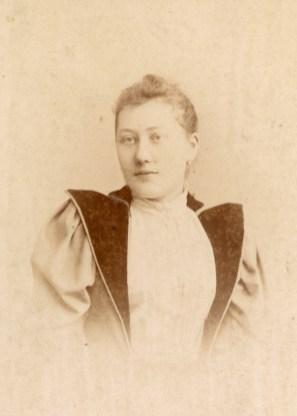 Marie Victorine Justine Demoulin (Mme Léon Roux) (1869-1944)