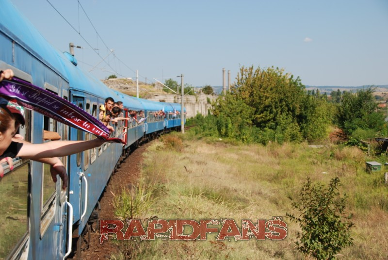 suporteri rapid pe tren