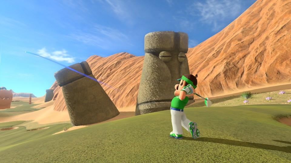 Mario Golf: Super Rush Luigi putting golf next to some stone statue heads.