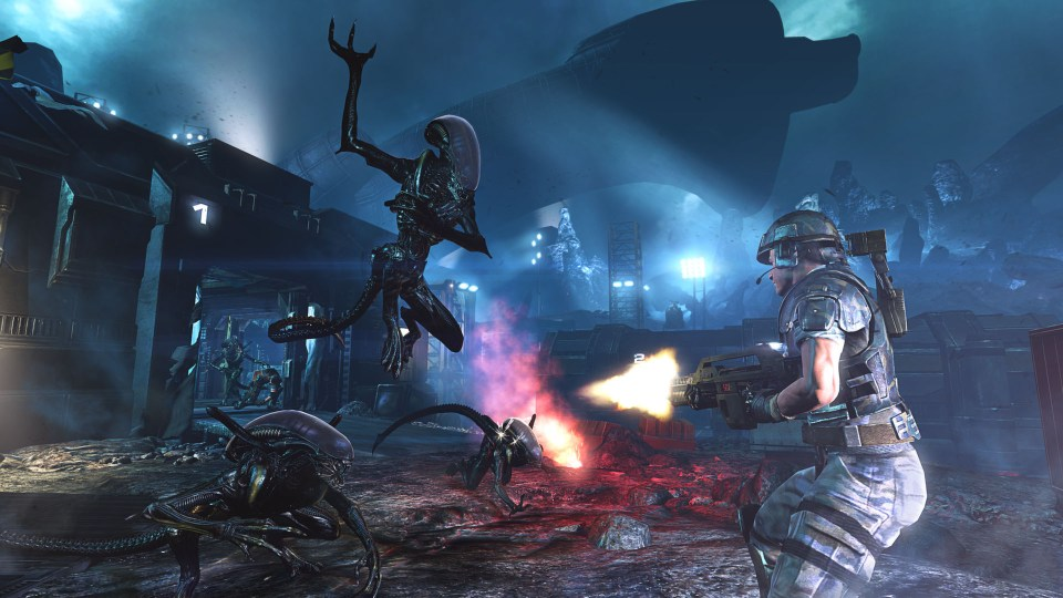 A lone space marine fires their pulse rifle at a group of incoming xenomorphs.