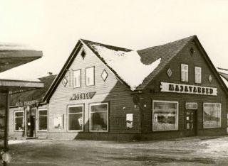 Rapla Tarbijate Kooperatiivi kaupluste hoone, praegu sellel kohal Rapla Konsum/Coop