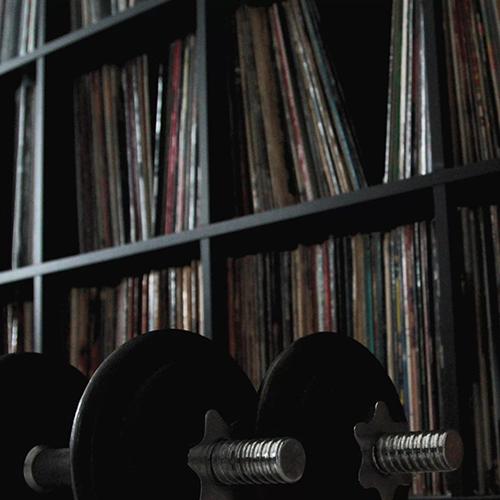 """""""Dischi e pesi"""" e' il nuovo singolo di Bizzy Classico"""