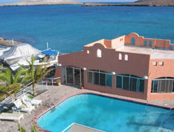 Restaurant and pool and Club Cantamar