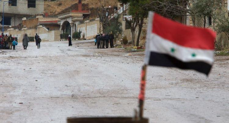 Does Assad or ISIS control eastern Raqqa?