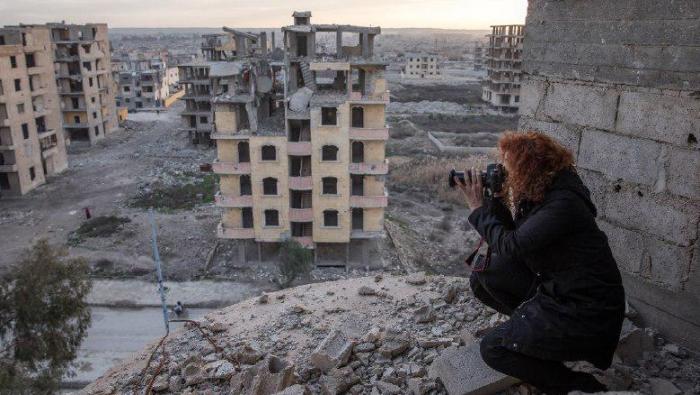 """""""العفو الدولية"""" تطلق موقعًا متعدد الوسائط عن دمار الرقة باسم """"ركام التحرير"""""""
