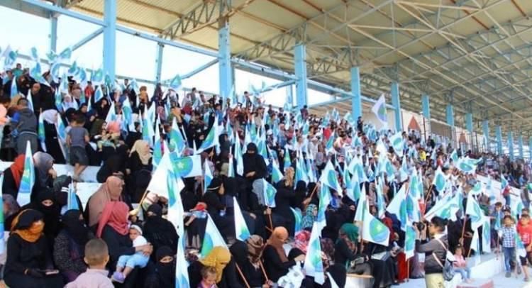 حزب كردي يخدع أهالي الرقة بالمساعدات لحشدهم في مهرجان خطابي