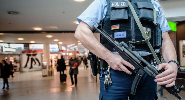 """سياسي ألماني بارز يطالب باستعادة مقاتلي """"داعش"""" الألمان من سوريا"""