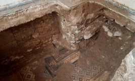 العثور على لوحة فسيفسائية في الرستن تعود إلى العهد الروماني