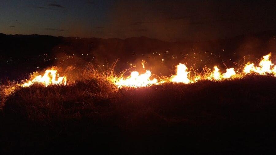 Na última semana, a equipe da Secretaria com ajuda de brigadistas voluntários teve que combater três focos de incêndios