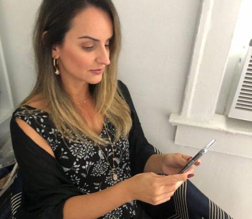 Sheila Vieira mora em Miami e acompanhou informações da cirurgia do pai pelo telefone