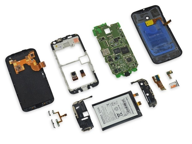 Exploded View dari Smartphone generik