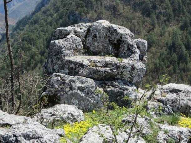 Камене столице и тајанствена кугла у подручју Жепе