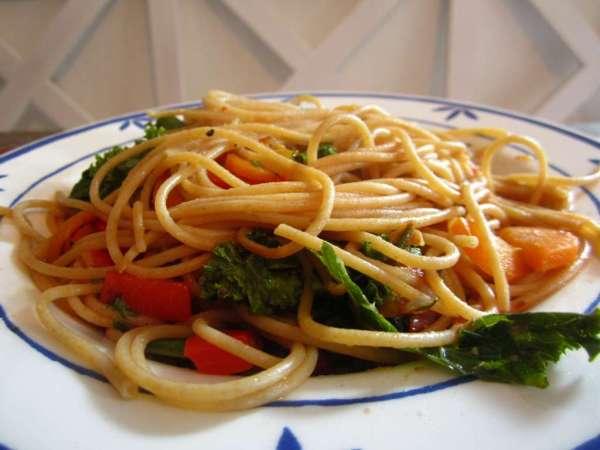 Grünkohl Spaghetti mit Gemüse, Vegan
