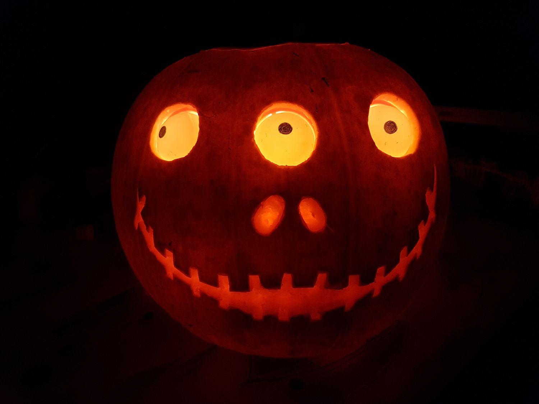 Halloween Pumpkin With Servo Controlled Eyes