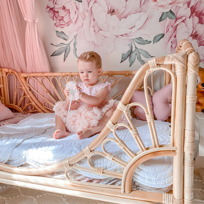 Meadow_toddler_bed_with_child