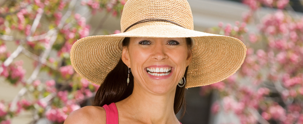 b4016ff4017 Hats off to these gorgeous sun-protective summer accessories ...