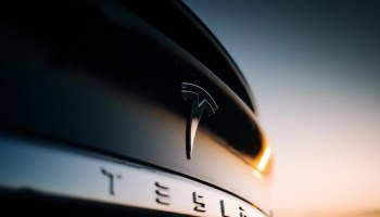 Tesla versichern