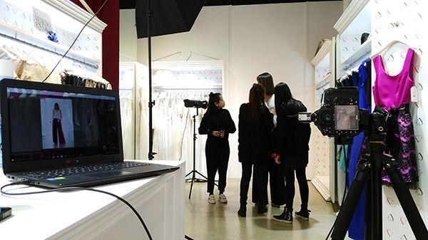 Making of de una sesión fotográfica en la que realizamos un lookbook en las instalaciones del cliente - Raúl Mellado, fotógrafo de publicidad