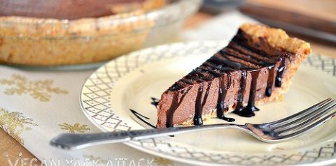 Raw chocolate mousse pie