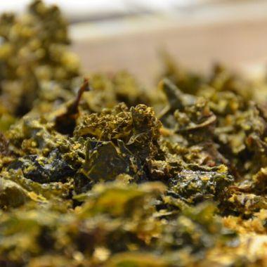 Addictive cheesy kale chips