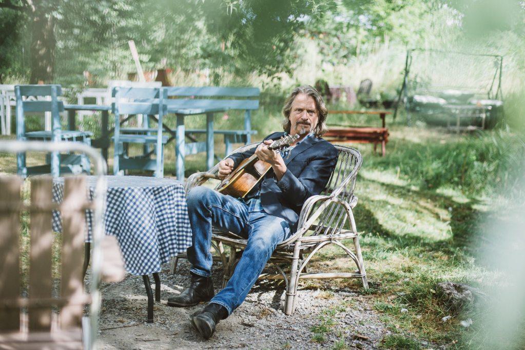 Ray Cooper Singer / Songwriter playing guitar