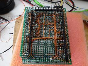 Arduino PCB printsporen met koperdraad van een spoel