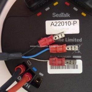 ST60 Plus A22002P dieptegever aansluiten achterkant
