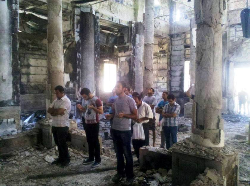 https://i2.wp.com/www.raymondibrahim.com/wp-content/uploads/2013/09/copts-pray-in-burned-church.jpg